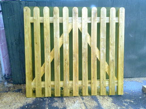 Softwood paled wicket - up to 6' (1.8m)